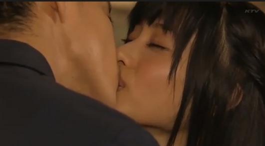 石原さとみが俳優とキス