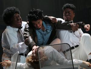 カッコーの巣の上で小栗旬の出演舞台:「カッコーの巣の上で」(2014年7月、演出:河原雅彦)主演 マクマーフィ 役