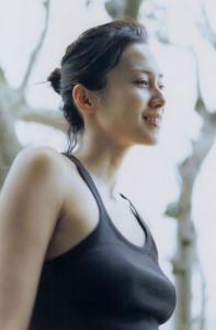 中谷美紀インスタ【ポチ画像必見!】水原希子の胸にスイッチが。
