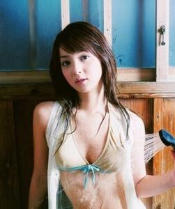 佐々木希インスタ【ポチ画像必見!】水原希子の胸にスイッチが。