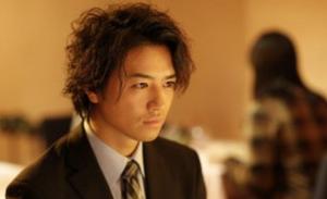 斎藤工 髪型 ミディアムスパイラルスタイル②髪型おすすめパーマ!斎藤工から学ぼう♪