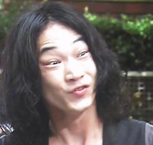 綾野剛の髪型必見!ショートパーマ&ロングヘア!1