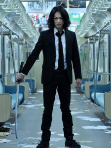 綾野剛のロングパーマ髪型3