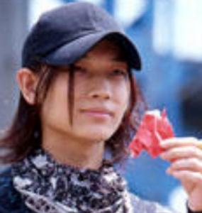 綾野剛が怪獣役?仮面ライダー555