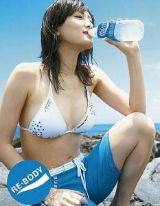 【綾瀬はるかの脱いでる水着画像!】