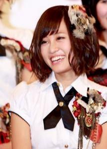 【これが、前田敦子の編み込み&ボブパーマ髪型だ】