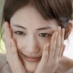 【綾瀬はるかの愛用化粧品はアルビオン…】