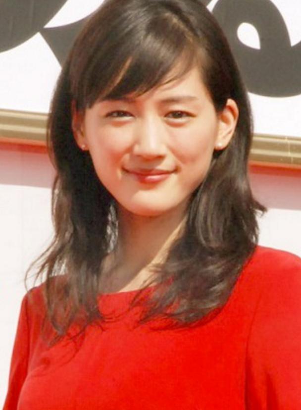 【紅白のドレスはコレ!綾瀬はるかの衣装!】