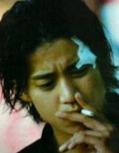小栗旬が吸ってるタバコの銘柄は!?